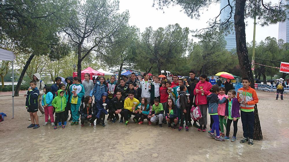Los atletas de Las Ardillas de El Escorial después de su participación en el Cross de El Pilar